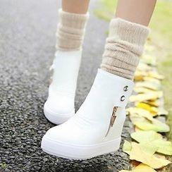 Tomma - 厚底鉚釘短靴