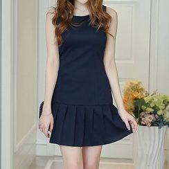 Q.C.T - Pleated Sleeveless Dress
