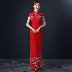 Royal Style - Embroidered Cap-Sleeve Wedding Cheongsam