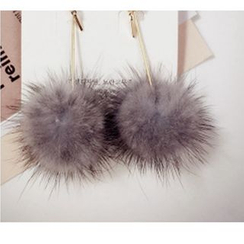 Utsukushi - Pompom Earrings