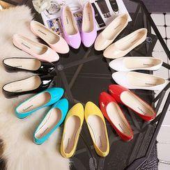 AIKE - 纯色尖头平跟鞋