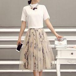 Romantica - Set: T-Shirt + Pleated Skirt