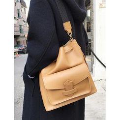 FROMBEGINNING - Flap-Pocket Bucket Bag