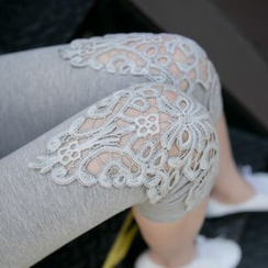 Meigo - Lace Panel Capri Leggings