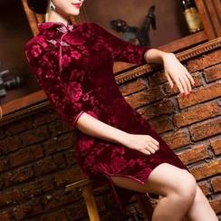Maura Qipao - 3/4 Sleeve Velvet Cheongsam
