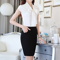 Caroe - Set: Short-Sleeve Bow Neck Shirt + Skirt