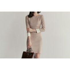 UPTOWNHOLIC - Boat-Neck Contrast-Trim Knit Dress