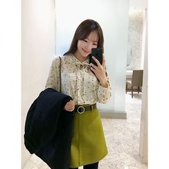 hellopeco - Tie-Front Floral-Patterned Blouse