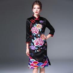 Elabo - Floral Embroidered 3/4-Sleeve Cheongsam