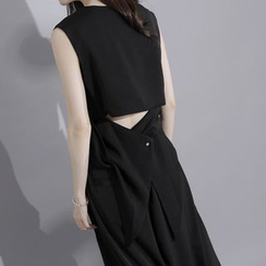 Sonne - Back-Details Sleeveless Asymmetric Chiffon Top