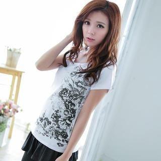 Lucky Leaf - Short-Sleeve Floral Beaded T-Shirt