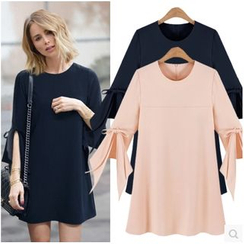 HOTCAKE - 3/4 Sleeve Bow Accent Mini Dress