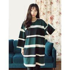 LOLOten - Round-Neck Stripe T-Shirt Dress