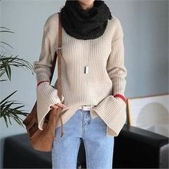 CHICFOX - V-Neck Slit-Sleeve Knit Top