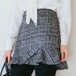 chuu - Ruffle-Hem Glen-Plaid Mini Skirt