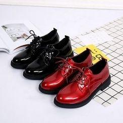 Charming Kicks - 粗跟仿漆皮牛津鞋
