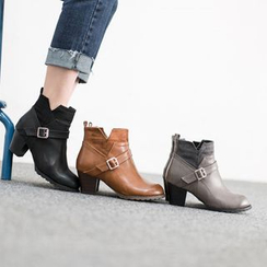 VIVIER - Belted-Detail Booties