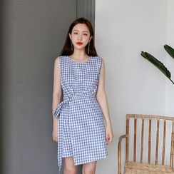 Envy Look - Sleeveless Buckled Gingham Minidress