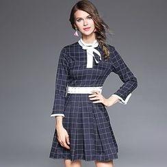 Ozipan - 3/4-Sleeve Paneled Check Dress