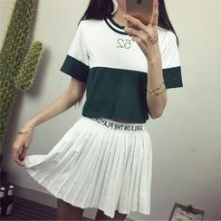 GOGO Girl - Set: Embroidered Cropped Two-Tone Crewneck T-Shirt + Lettering Pleated Skirt