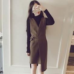 Ashlee - 套装: 斜摆V领吊带裙 + 纯色长袖T恤