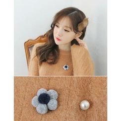 soo n soo - Faux-Pearl Flower Brooch