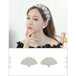 soo n soo - Metal Stud Earrings