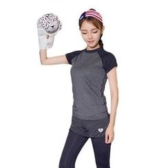 AT NINE - Sports Raglan Short-Sleeve T-Shirt