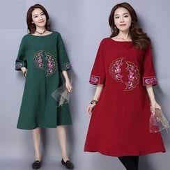 Diosa - Embroidered 3/4 Sleeve Midi Dress