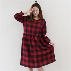 PINKSISLY - Embroidered Shift Check Dress
