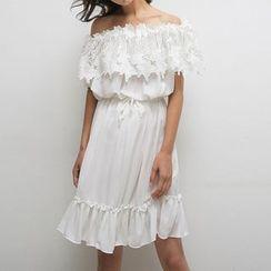 Richcoco - Off-shoulder Ruffle Dress