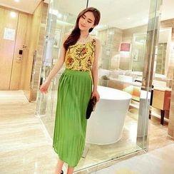 Jack Grace - Set: Sleeveless Floral Top + Pleated Long Skirt