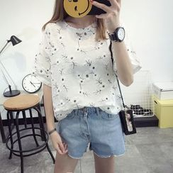 Qimi - Flower Embroidered Short Sleeve T-Shirt