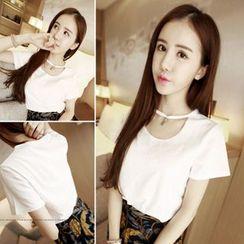 QZ Lady - Cutout Short-Sleeve Top