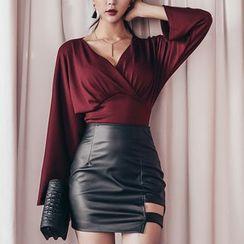 Aurora - Set: Blouse + Faux-Leather Skirt