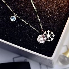 MOMENT OF LOVE - Snowflake Necklace