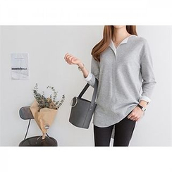 PEPER - Split-Neck Long-Sleeved Top