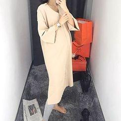 MARSHMALLOW - Maternity V-Neck Slit-Side Maxi Dress