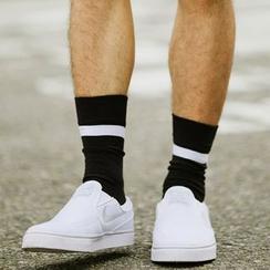 SeventyAge - 簡約質感黑白配色條紋長筒襪子