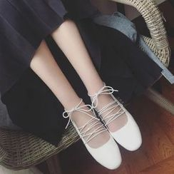 Zandy Shoes - Lace-Up Flats