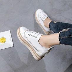Charming Kicks - 厚底布洛克魔术贴牛津鞋