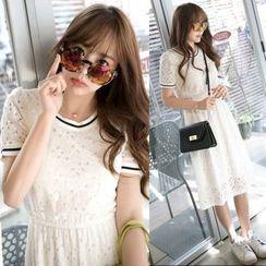 Dowisi - Short-Sleeve Lace Dress