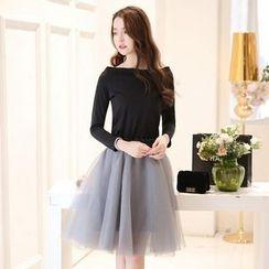 Porta - Set: Long-Sleeve T-Shirt + Ruffle Skirt