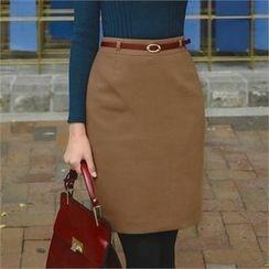ode' - Slit-Hen Pencil Skirt with Belt