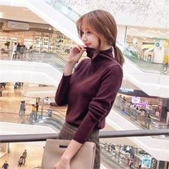 Styleberry - Slit-Trim Turtle-Neck Knit Top
