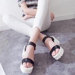 Mancienne - Chunky Heel Sandals