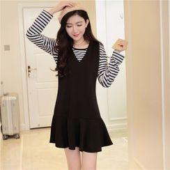 Dream Girl - Set: Long-Sleeve Striped T-Shirt + Sleeveless V-Neck Pinafore Dress