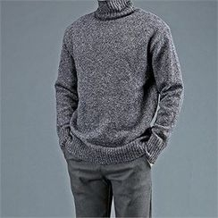 THE COVER - Turtle-Neck Sweater
