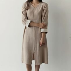 UPTOWNHOLIC - Contrast-Trim Slit-Side Dress