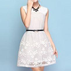 草莓花朵 - 刺绣拼接无袖连衣裙